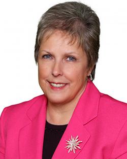 Brenda-Hall-Licensed-Real-Estate-Broker-Associate-Profile-Image-250x313px